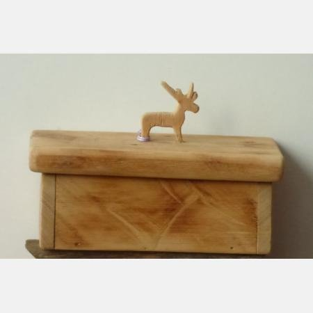 box with reindeer